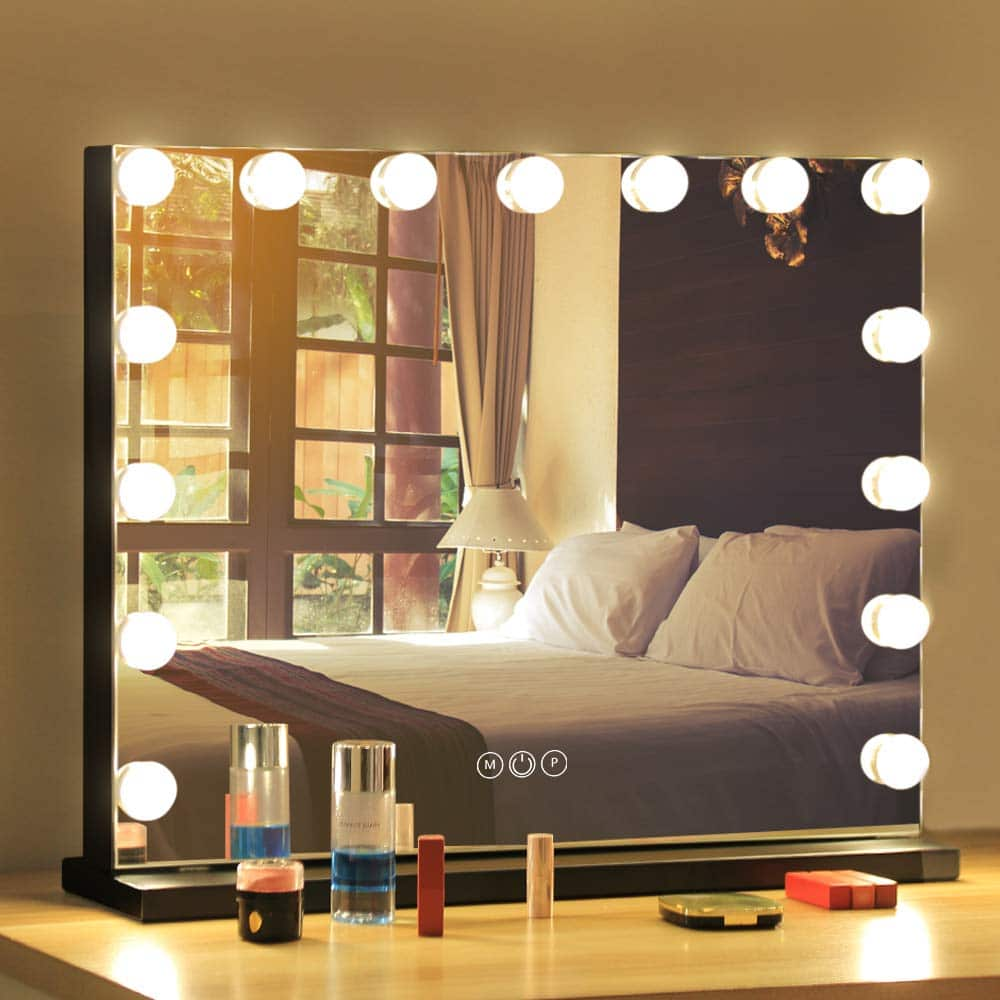 mirror-with-light-bulbs